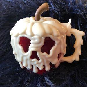 Disneyland Snow White Poison Apple Mug Pre Owned